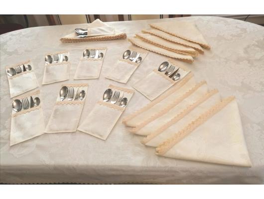 Fata de masa de lux Ivory 350×160 cu 12 suporti de tacamuri, 2 fete, cu dantela brodata